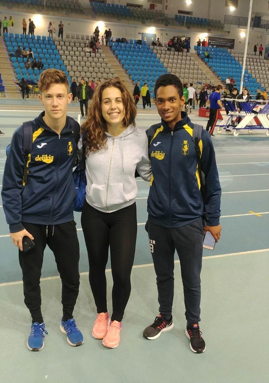 Jorge Boscà, María Pérez i Josuer Armando Rosero, a la pista d'Antequera.