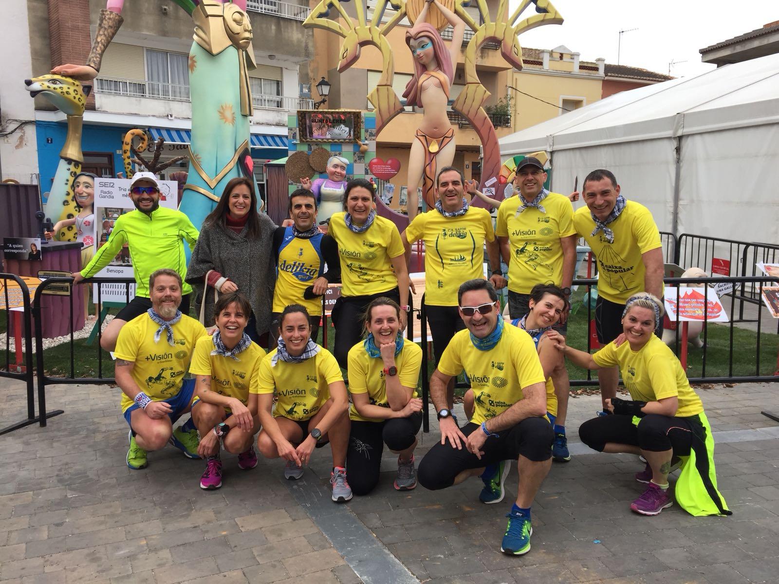 Grup de corredors el CA Safor en la ruta fallera del passat dissabte.