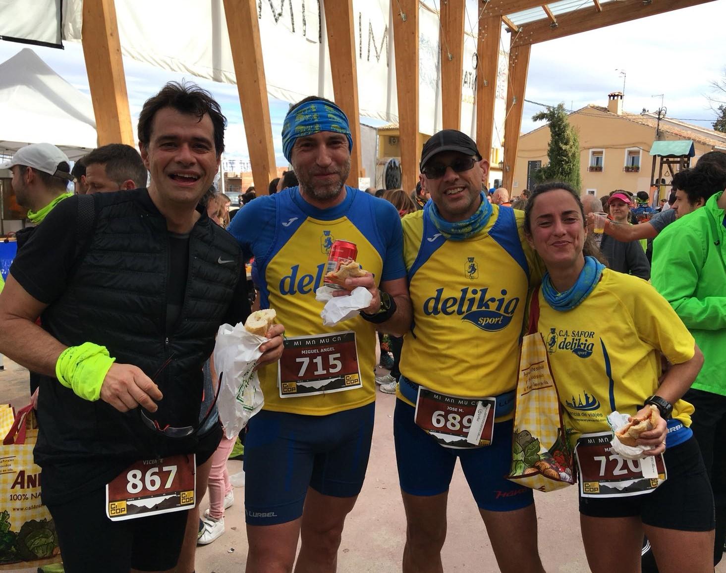 Alguns dels participants a la Mitja Marató de Muntanya de Carrícola.