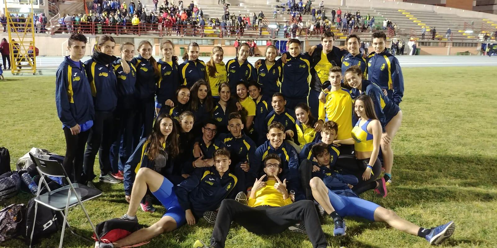 Fotografia de grup amb els atletes 'groguets' a Elx després de celebrar-se el campionat, dissabte passat.