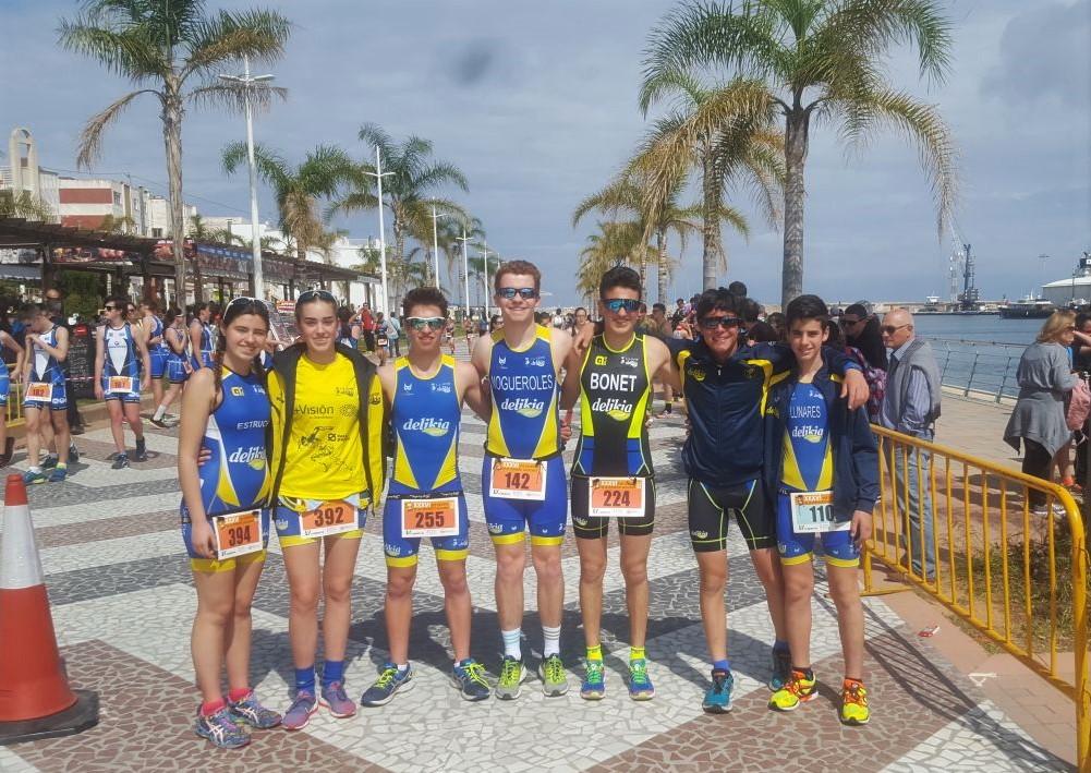Atletes del CA Safor al IV Duatló Escolar Vialterra, dissabte passat a la platja de Gandia.