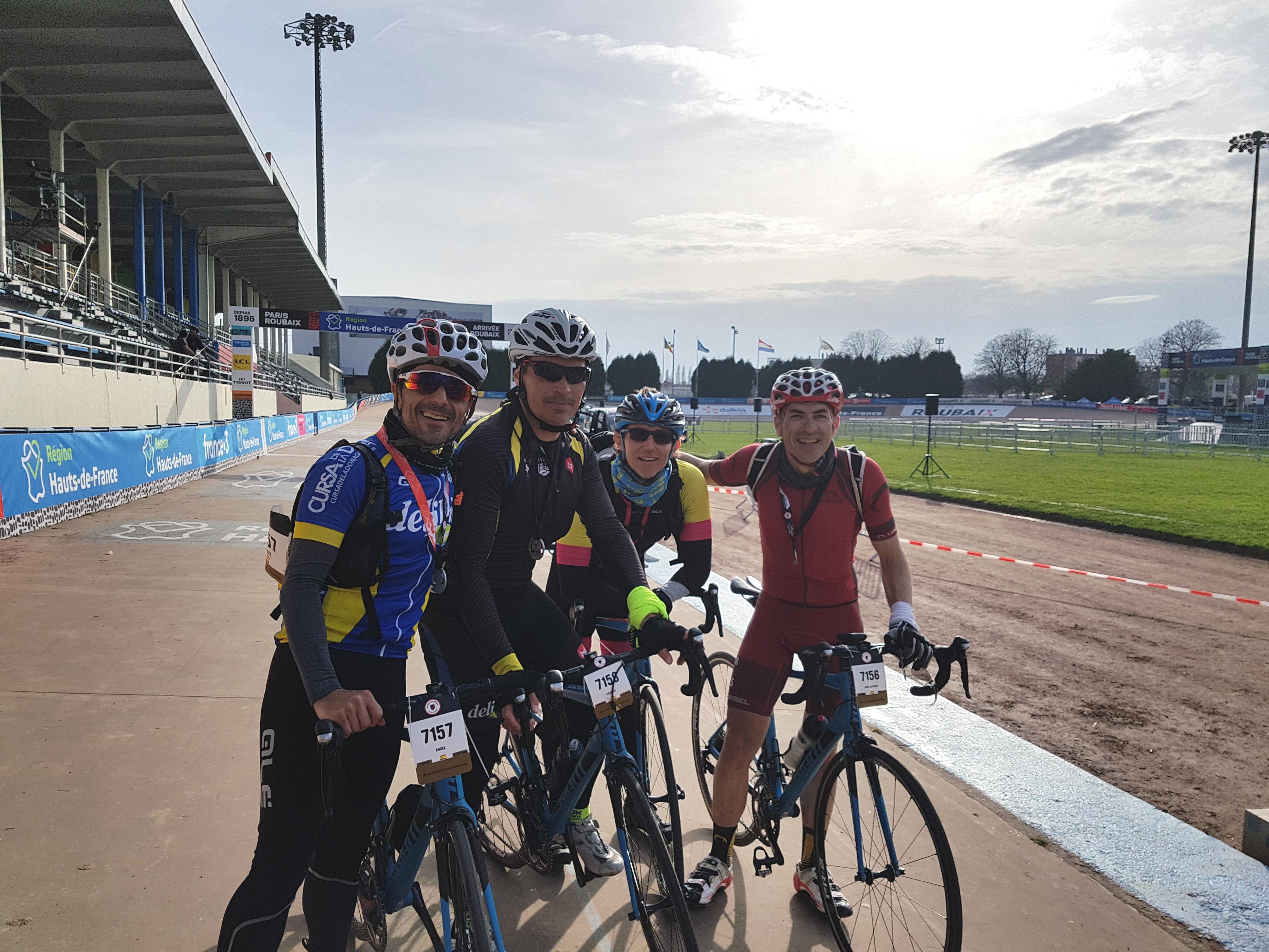 Àngel Vitòria, Vicent Caudeli, Manolo Criado i Juan Alfonso Nieto, al velòdrom de Roubaix.
