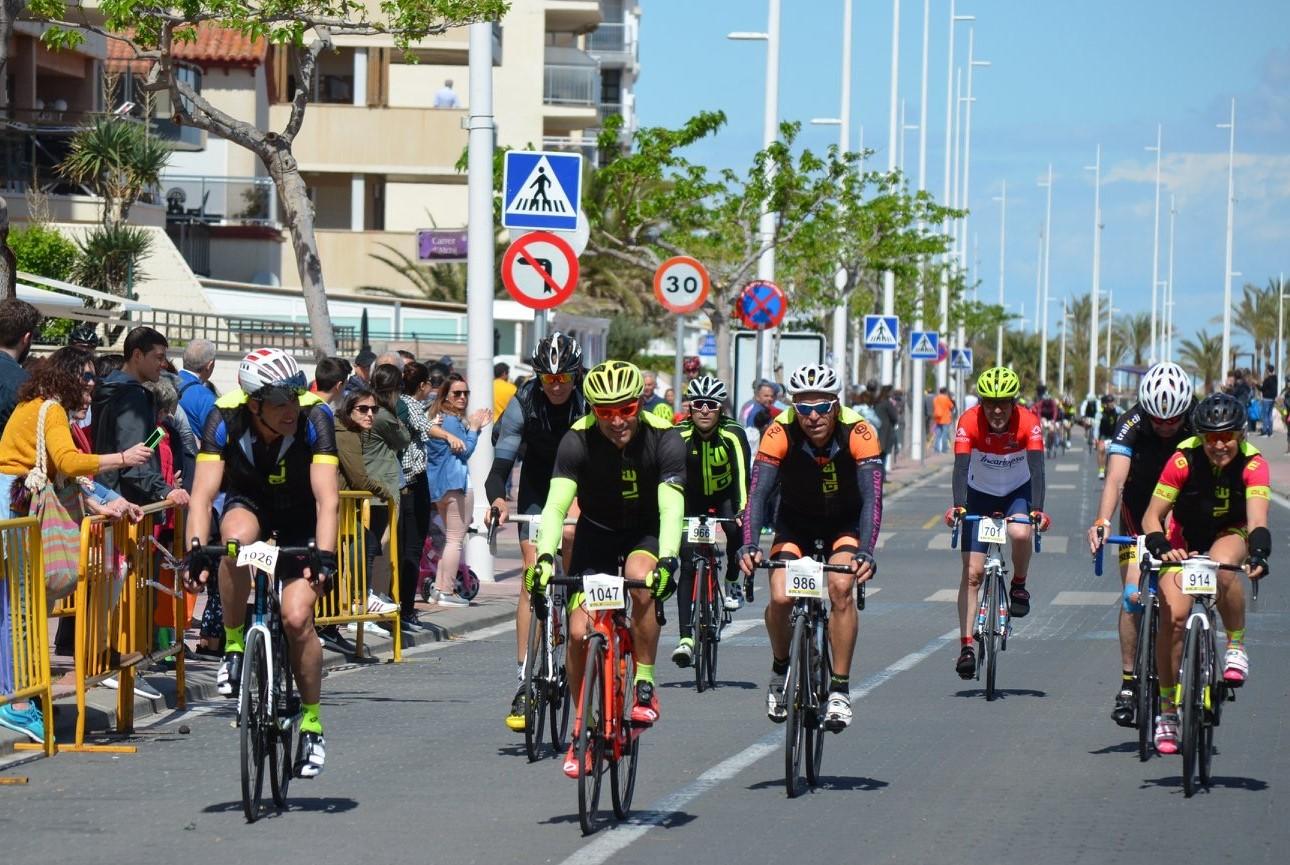 Grup de corredors el CA Safor a l'ALE Cycling Gandia.