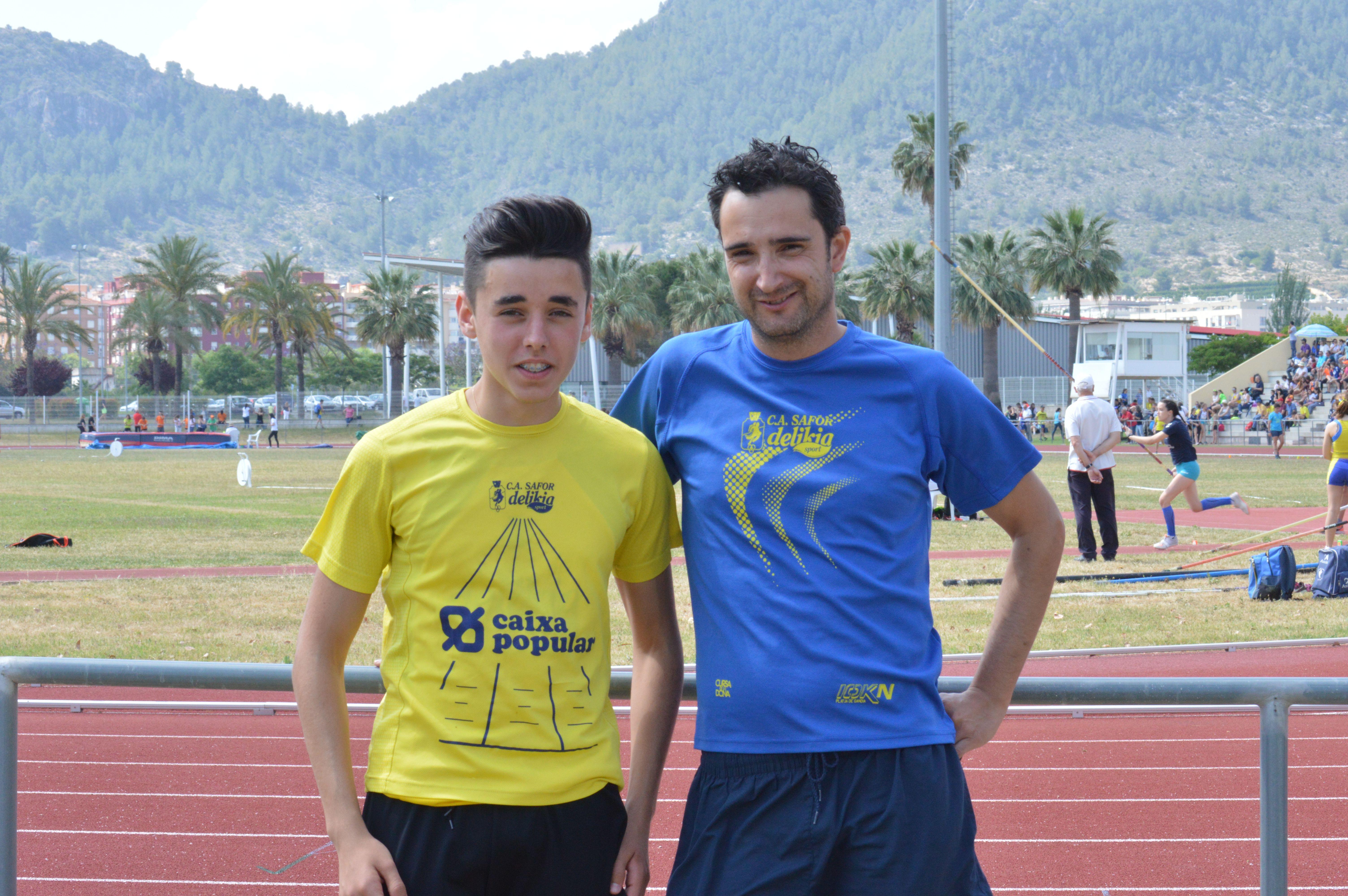 Daniel Ros en el salt amb perxa i amb el seu entrenador, Samuel Mascarell. / Fotos: Alejos Juan.