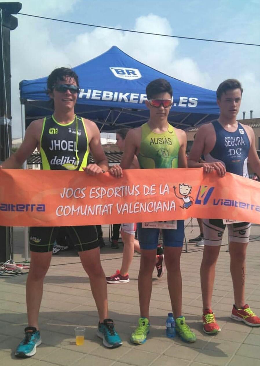 Podi infantil del triatló escolar de Bétera, amb Jhoel Faus en segona posició.