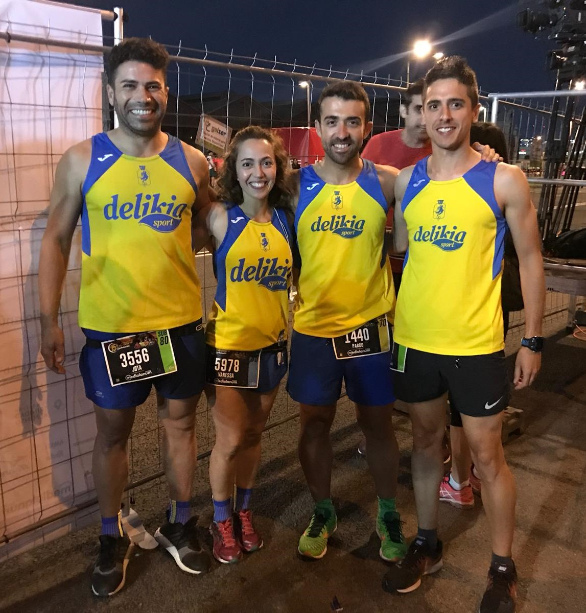 Alguns dels corredors del club participants en la 15 Nocturna de València Banco Mediolanum, dissabte.