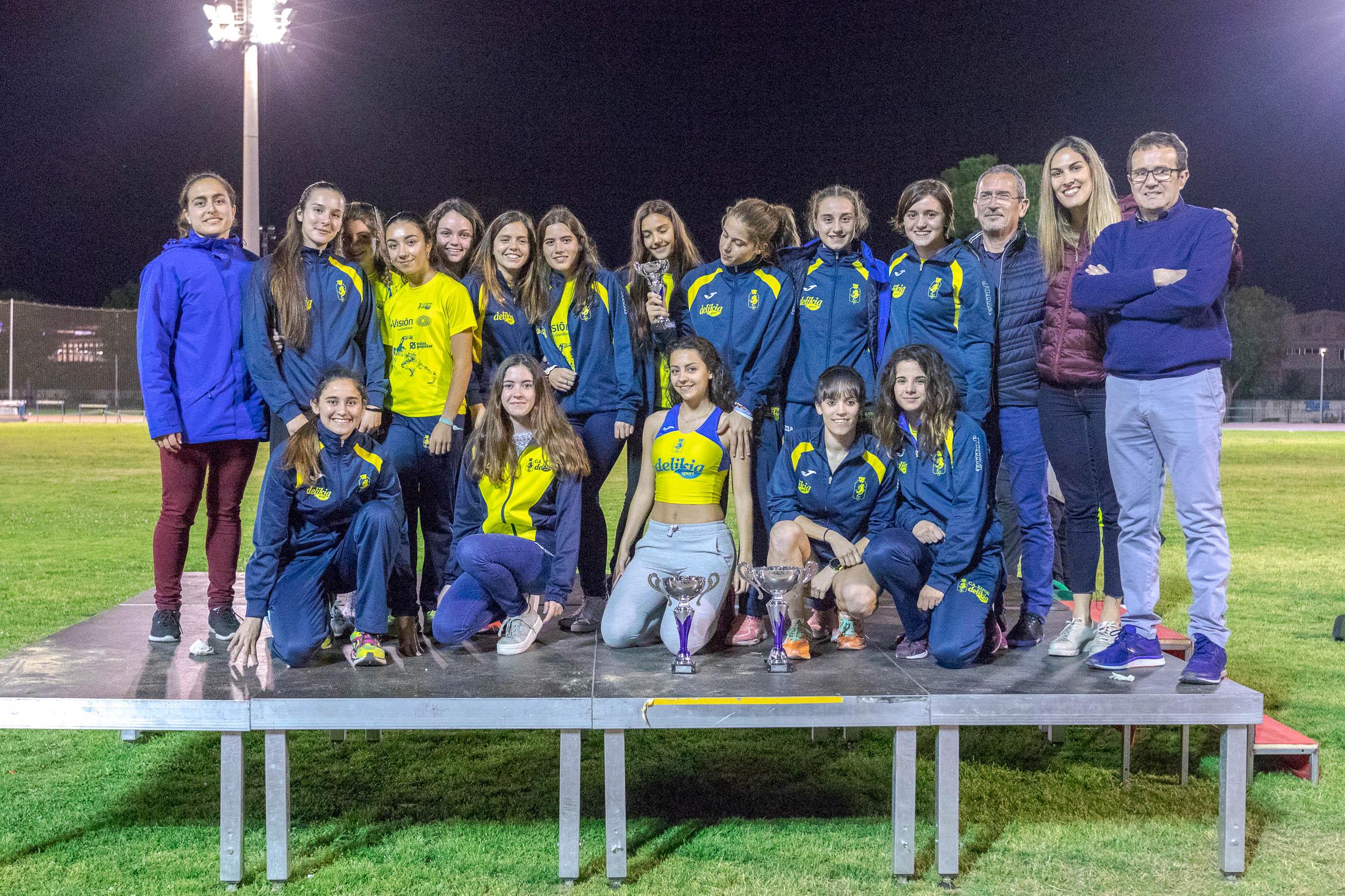 L'equip femení en l'últim autonòmic de clubs celebrat a Gandia. / Foto: Natxo Francés.