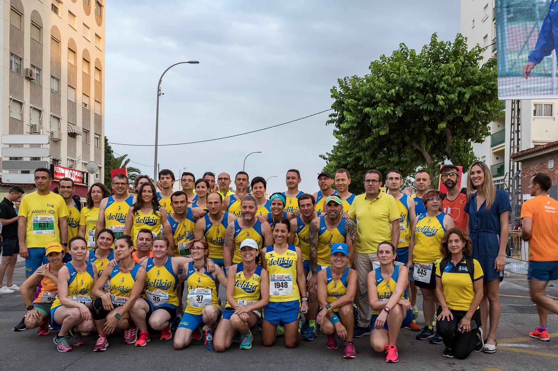Foto de grup amb els corredors del CA Safor abans de l'eixida.