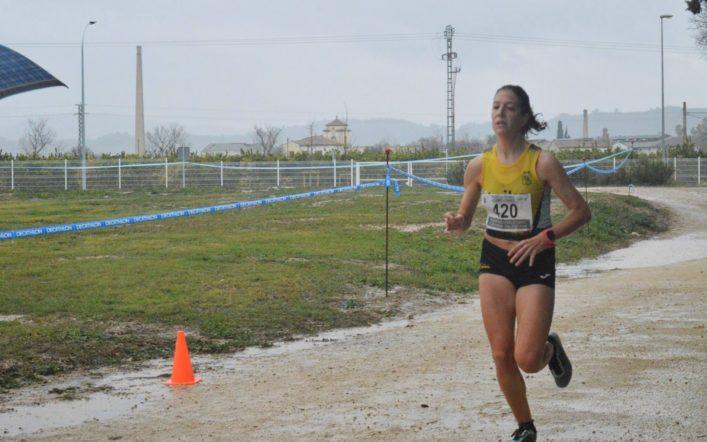 Andrea Abad continua progressant en el circuit autonòmic de camp a través