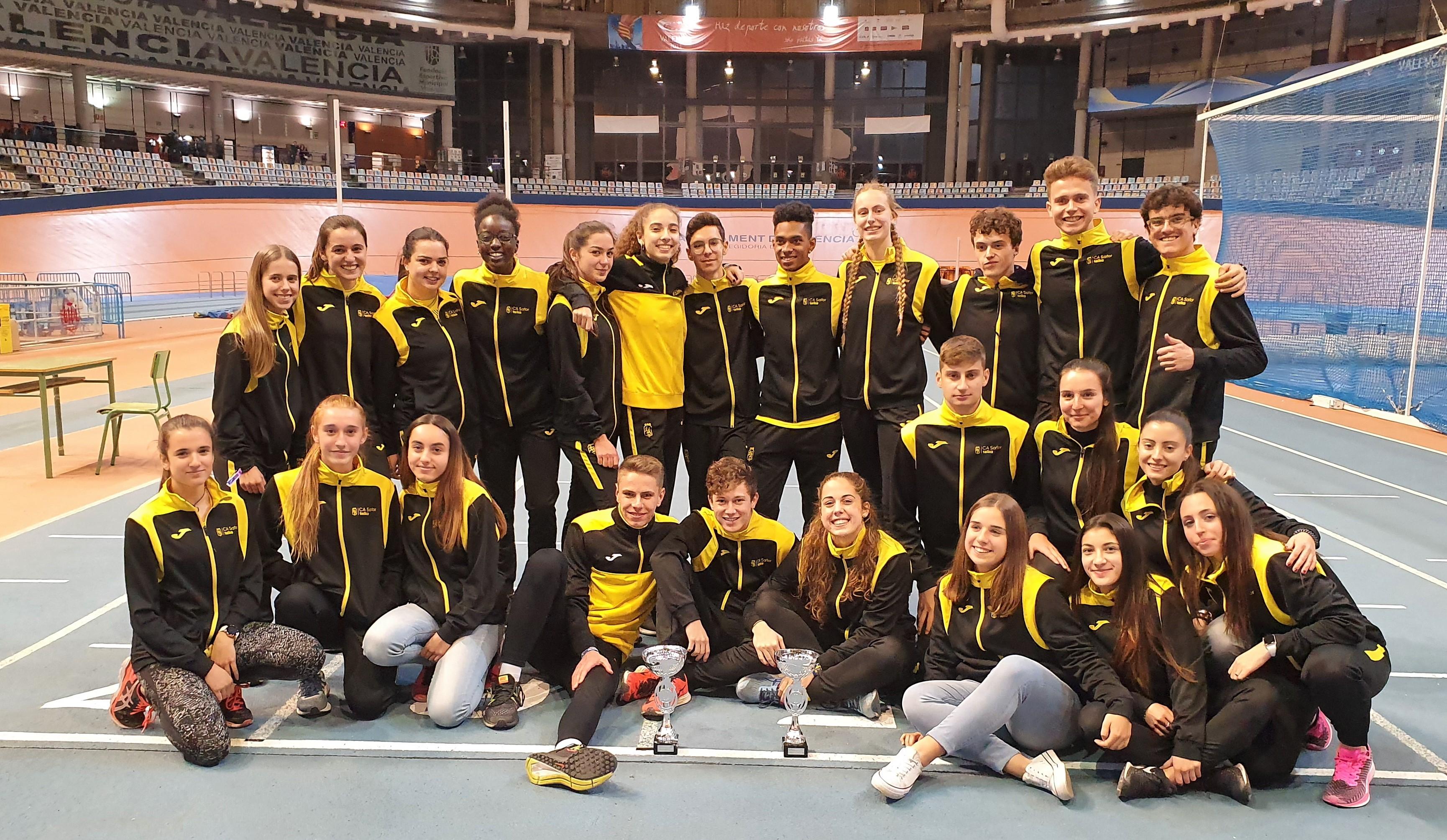 Tercera plaça per als xics i xiques júnior en el Campionat Autonòmic de Clubs en Pista Coberta