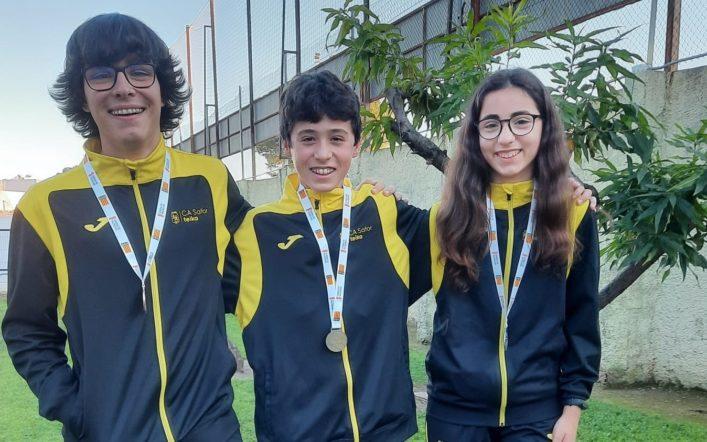 Tres joves triatletes del club van ser medallistes en les lligues escolars