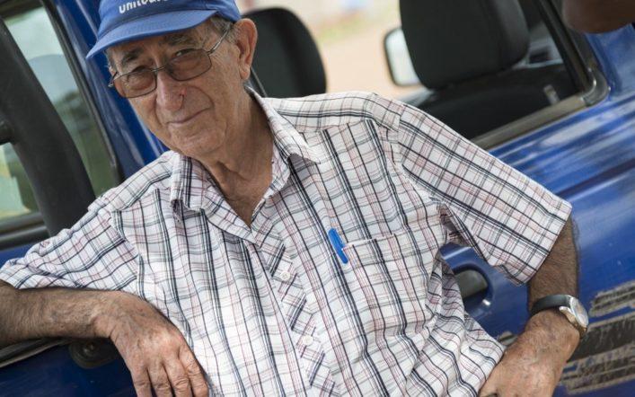 El CA Safor Teika aporta roba esportiva al contenidor solidari del pare Berenguer