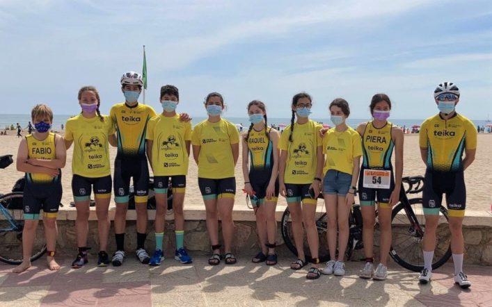 Set joves triatletes del club participaren en l'Aquatló Escolar de Cullera